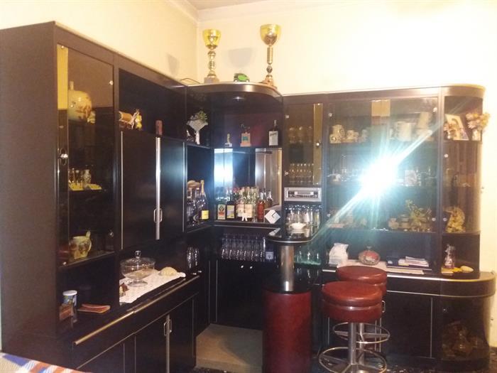 Mobile bar e 2 sgabelli su lapulce.it arredamento e attrezzature negozi