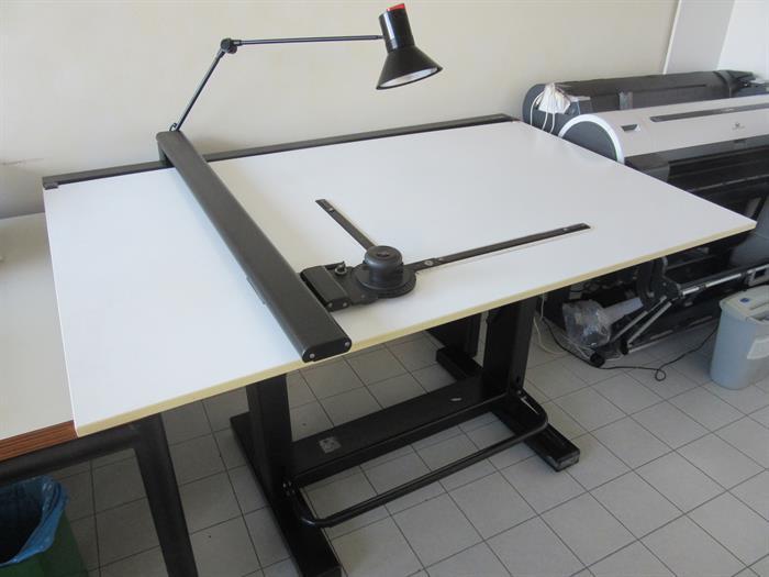 Scrivania Da Disegno : Tavolo da disegno professionale su lapulce arredamento e