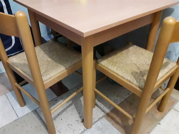 Tavolo Quadrato Con Sedie.Tavolo Quadrato Con 4 Sedie Su Lapulce It Arredamento Casa