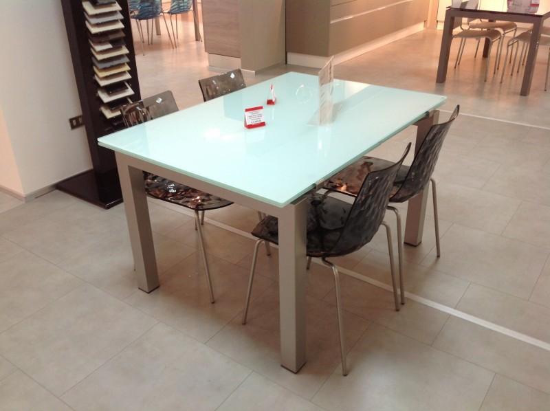 Tavoli E Sedie Veneta Cucine.Elegante Tavolo In Vetro Su Lapulce It Arredamento Casa